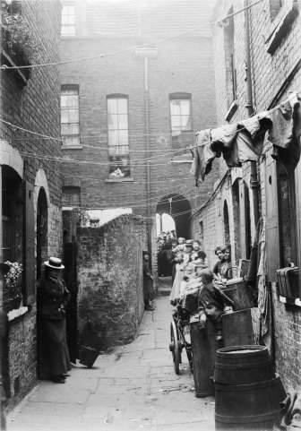 an-alleyway-in-spitalfields-horace-warner