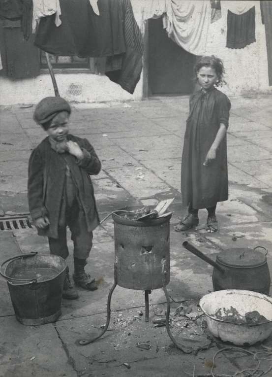 children-on-washing-day-horace-warner