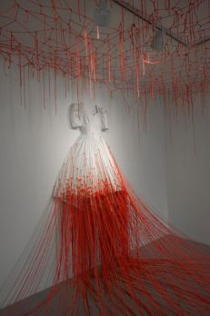 dialogue-with-absence-chiharu-shiota